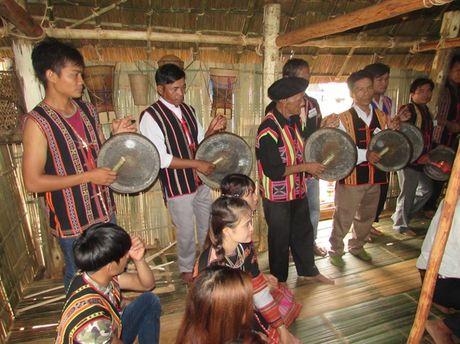 Khac nghiet nghe 'tai deo tieng bua' - Anh 4