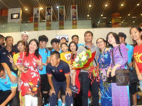 U22 Viet Nam den Kuala Lumpur, bat dau chinh phuc HCV SEA Games 29 - Anh 2