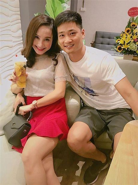 Sao Viet 13/8: Thuy Tien an can cat mong cho chong; Pham Huong sieu nhang gap lai ban than - Anh 2