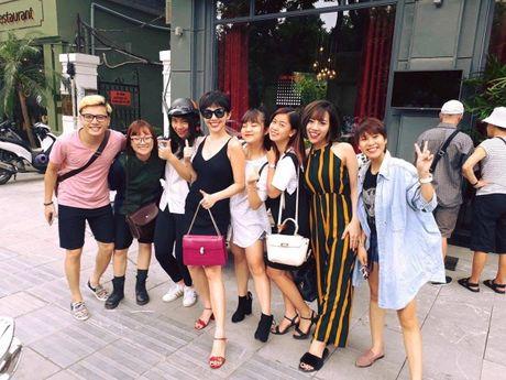 Khoe anh cung dan hoc tro The Voice 2017, Toc Tien khong he nhac den Hien Ho? - Anh 2