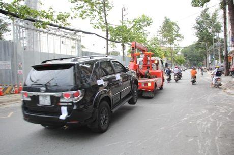 Ong Doan Ngoc Hai lai cho cau hang chuc xe ve tru so - Anh 1