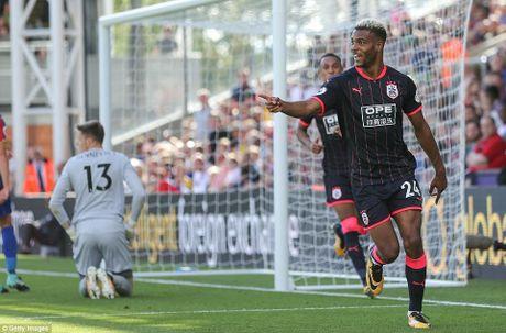 BXH Premier League 2017/2018: Huddersfield dan dau, Chelsea hang 16 - Anh 3