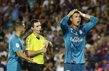 Barcelona 1-3 Real Madrid: Cristiano Ronaldo dai nao Nou Camp - Anh 5