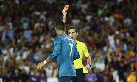 An va, the do va day trong tai, Cris Ronaldo doi mat an phat cuc nang - Anh 1