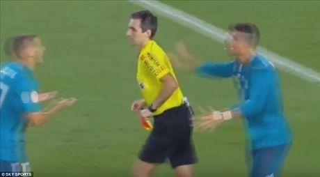 An va, the do va day trong tai, Cris Ronaldo doi mat an phat cuc nang - Anh 2