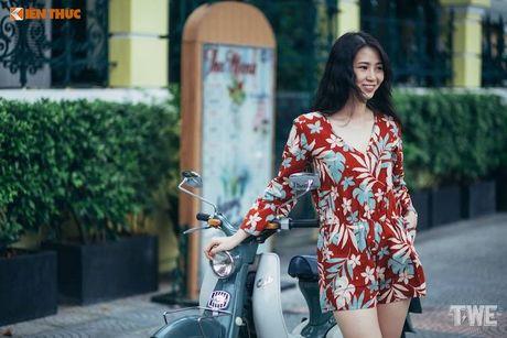Nguoi dep Viet do dang Honda Super Cub C100 doi dau - Anh 3