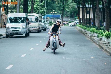 Nguoi dep Viet do dang Honda Super Cub C100 doi dau - Anh 7