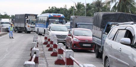Tai xe dung tien le qua tram thu phi: Tong cuc Duong bo se lam viec voi tinh Tien Giang - Anh 2