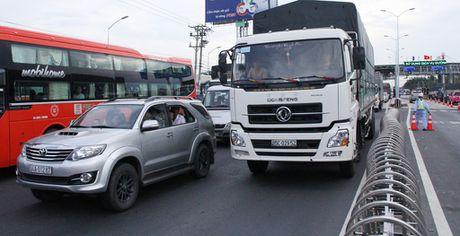 Tai xe dung tien le qua tram thu phi: Tong cuc Duong bo se lam viec voi tinh Tien Giang - Anh 3