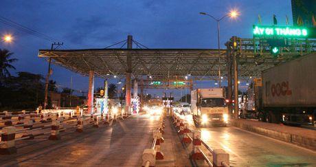 Tai xe dung tien le qua tram thu phi: Tong cuc Duong bo se lam viec voi tinh Tien Giang - Anh 4