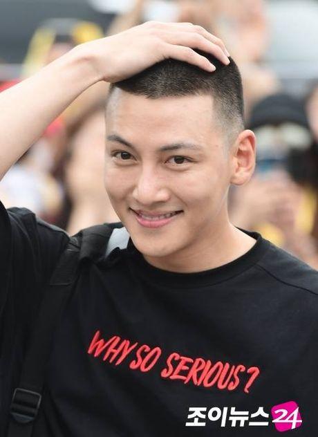 HOT: Cat toc 3 phan, Ji Chang Wook van dep rang ngoi ngay nhap ngu - Anh 5