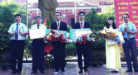 Thua Thien-Hue tang 60 trieu dong cho hoc sinh dat giai quoc te - Anh 1
