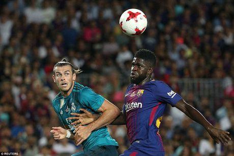 Ronaldo nhan the do, Real van 'de bep' Barca tai Nou Camp - Anh 1