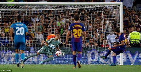 Ronaldo nhan the do, Real van 'de bep' Barca tai Nou Camp - Anh 3