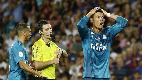 Ronaldo nhan the do, Real van 'de bep' Barca tai Nou Camp - Anh 4