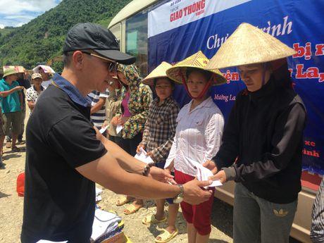 Chung tay huong ve dong bao vung mua lu Muong La - Anh 9