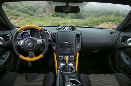 Nissan ra mat xe the thao 370Z 2018 gia 682 trieu - Anh 9