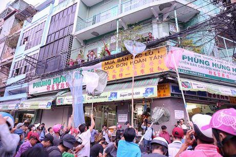 Ca tram 'co hon song' lao vao hung 'mua tien' gay nao loan duong pho - Anh 6