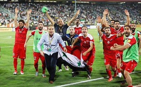 Iran 2-2 Syria: Vo oa phut cuoi - Anh 4