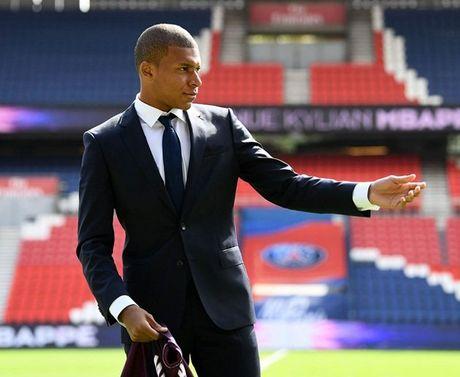 Kylian Mbappe rang ro trong ngay chinh thuc ra mat PSG - Anh 8