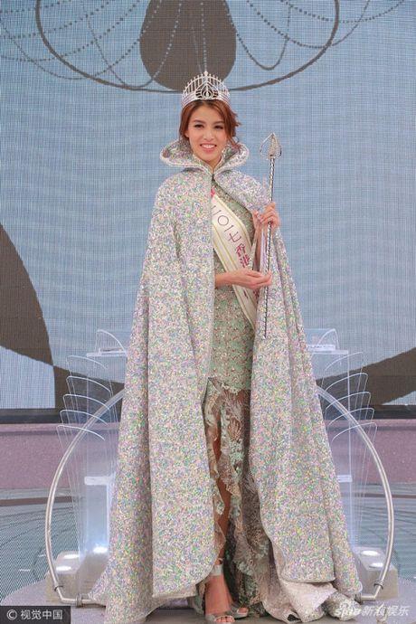 Choang voi thi sinh rang ho, vai tho van dang quang Hoa hau Hong Kong - Anh 1