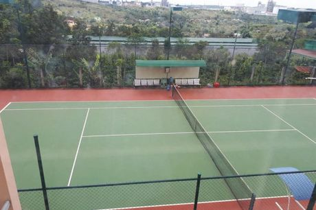 Xay san tennis hon 500 trieu dong trong khuon vien tru so xa - Anh 1