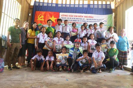 Nam hoc 2017-2018: Am tinh thien nguyen noi vung cao bien gioi - Anh 2
