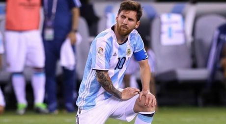 Messi bat luc, Argentina co nguy co mat ve World Cup - Anh 1