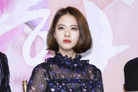 Song Seung Heon dong phim moi, ban than So Ji Sub gui tang xe cafe de ung ho - Anh 10
