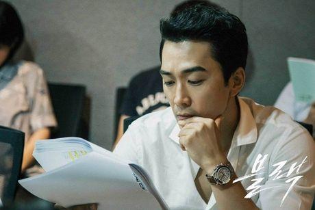 Song Seung Heon dong phim moi, ban than So Ji Sub gui tang xe cafe de ung ho - Anh 14