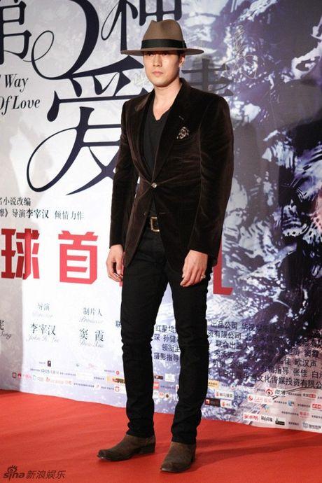 Song Seung Heon dong phim moi, ban than So Ji Sub gui tang xe cafe de ung ho - Anh 5