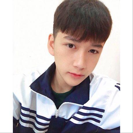 Nam sinh lop 11 tai Nghe An gay sot voi ve dep trai 'khong goc chet' - Anh 10