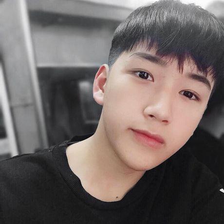 Nam sinh lop 11 tai Nghe An gay sot voi ve dep trai 'khong goc chet' - Anh 5