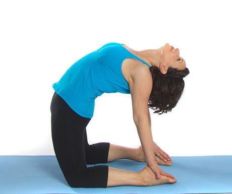 Cac tu the yoga giup lam giam beo bung - Anh 2