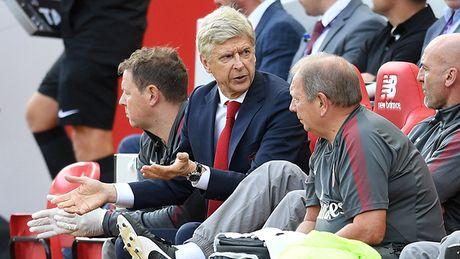 Wenger co sai lam khi o lai Arsenal? - Anh 1