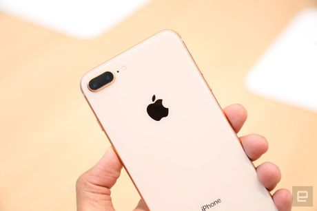 Thuc te iPhone 8, 8 Plus: Don bay de ban iPhone X? - Anh 2