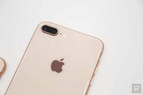 Thuc te iPhone 8, 8 Plus: Don bay de ban iPhone X? - Anh 4