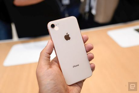 Thuc te iPhone 8, 8 Plus: Don bay de ban iPhone X? - Anh 5