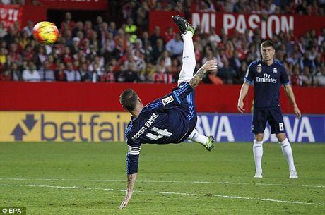 Ramos ghi ban kieu 'xe dap chong nguoc', fan doi cho da cap voi Ronaldo - Anh 1