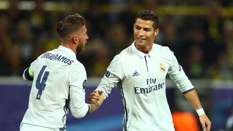 Ramos ghi ban kieu 'xe dap chong nguoc', fan doi cho da cap voi Ronaldo - Anh 2