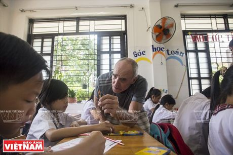 Thay Rick day tieng Anh cho tre em ngheo Thanh pho Ho Chi Minh - Anh 6