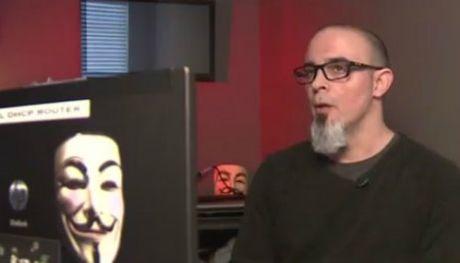 Tu nhan vien tinh bao tro thanh hacker sieu dang cua Anonymous - Anh 1