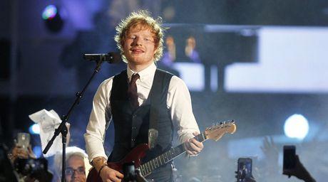 Ed Sheeran vuot giai thuong lon - Anh 2