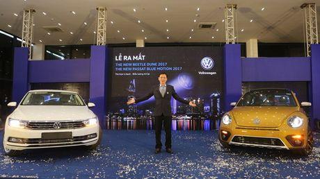 Volkswagen Beetle Dune va Passat Bluemotion 2017 ra mat tai Viet Nam - Anh 1
