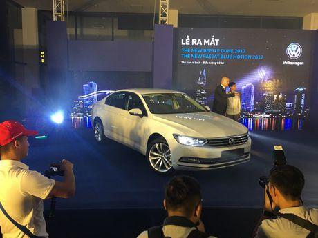 Volkswagen Beetle Dune va Passat Bluemotion 2017 ra mat tai Viet Nam - Anh 4