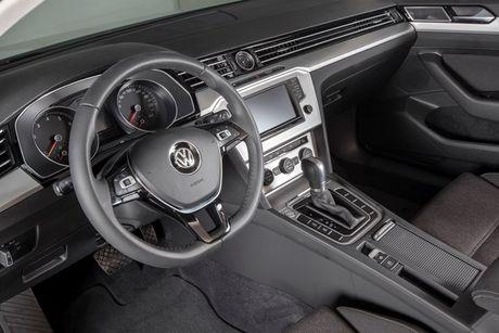 Volkswagen Beetle Dune va Passat Bluemotion 2017 ra mat tai Viet Nam - Anh 5
