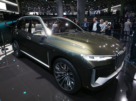 BMW X7 iPerformance xuat hien: To lon va sang trong - Anh 1