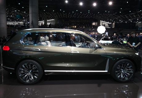 BMW X7 iPerformance xuat hien: To lon va sang trong - Anh 2