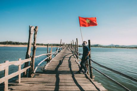 Cung trai nghiem tren cay cau go dai nhat Viet Nam - Anh 6