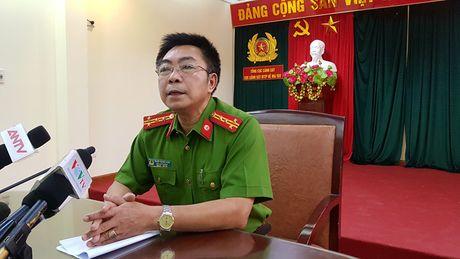 Bo Cong an he lo chieu vuot nguc cua hai tu tu - Anh 1